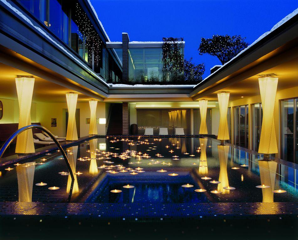 blue spa bayerischer hof arts in munich. Black Bedroom Furniture Sets. Home Design Ideas