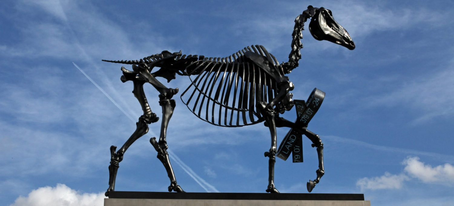 Hans haackes gift horse arts in munich negle Image collections